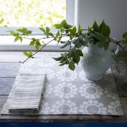 ILARIA.I PLACEMATS FLOWERS SET VAN 2 BEIGE/WIT cm 38 x 48